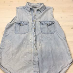 Vintage distressed sleeveless chambray top sz M